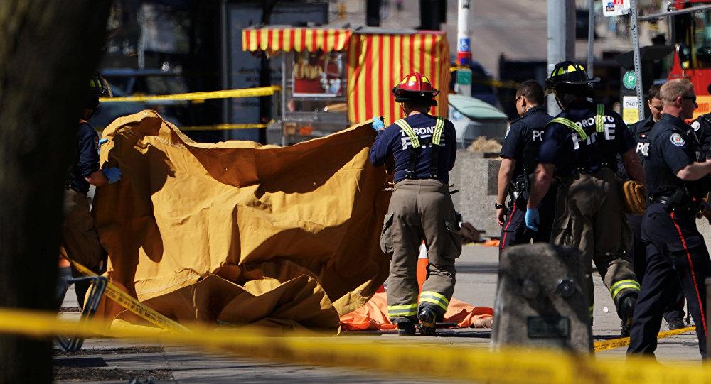 الشرطة الكندية في مكان وقوع حادث الدهس، 23 أبريل/ نيسان 2018