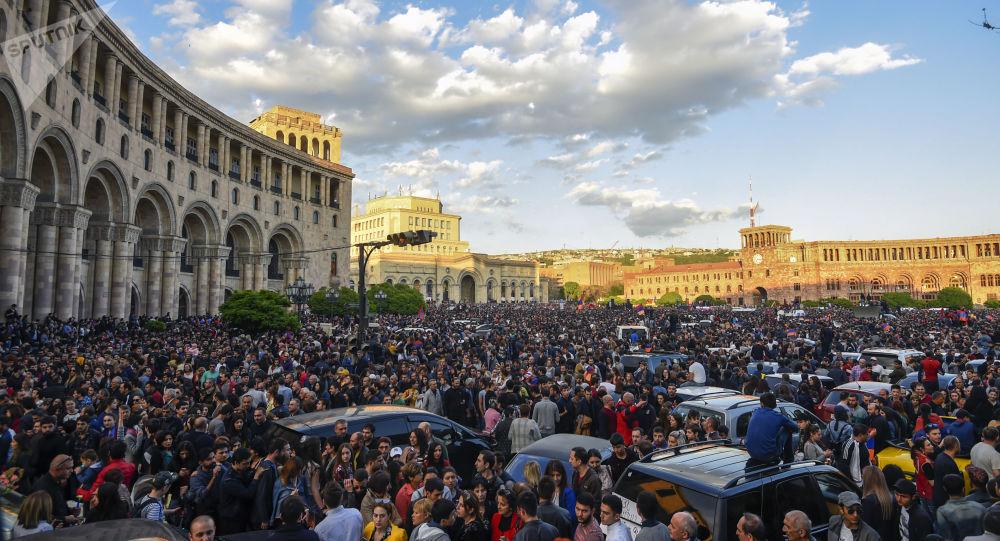 زعيم المعارضة الأرمينية يدعو لمسيرة جديدة