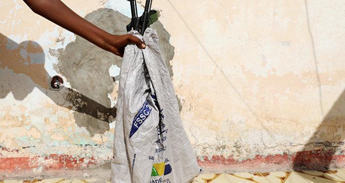 بنادق مسروقة من مركز تدريب إماراتي في الصومال