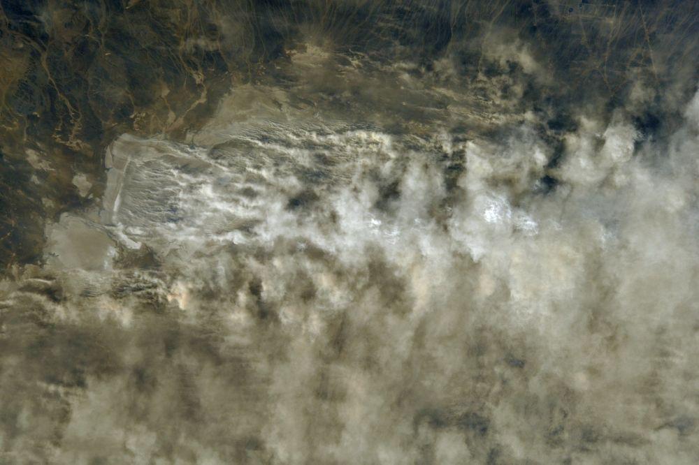 صورة لعاصفة ترابية في كزاخستان التقطها رائد فضاء الروسي أنطون شكابليروف من محطة الفضاء الدولية