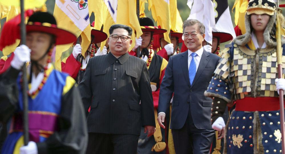 القمة التي جمعت الرئيس الكوري الجنوبي مون جيه إن، والزعيم الكوري الشمالي كيم جونغ أون، الجمعة، 27 أبريل/نيسان 2018