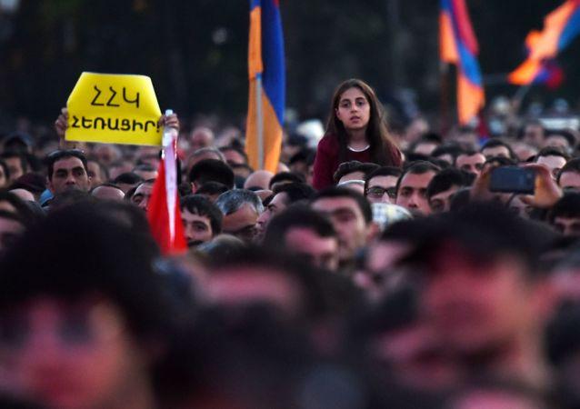 مظاهرة احتجاجا على تعيين سركسيان رئيسا للوزراء في يريفان، أرمينيا 23 أبريل/ نيسان 2018
