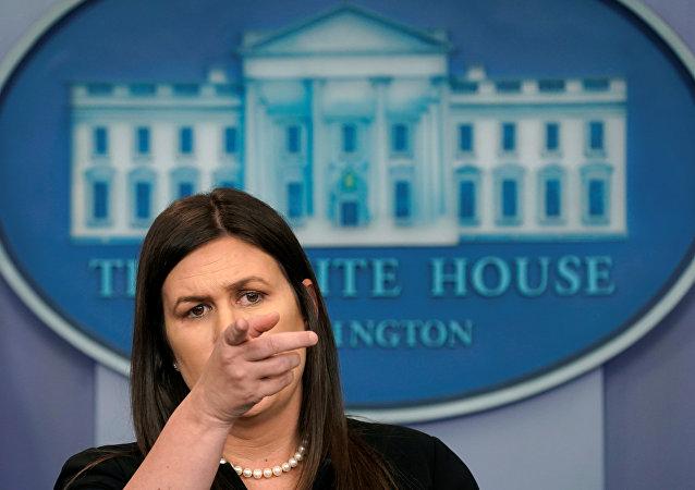 سارة ساندرز المتحدثة الصحفية باسم البيت الأبيض