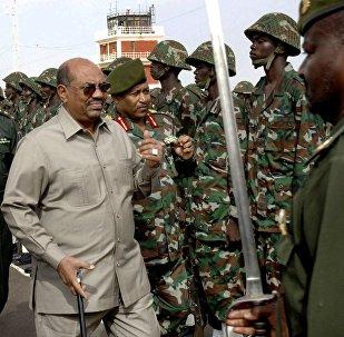 الرئيس عمر البشير و الجيش السوداني