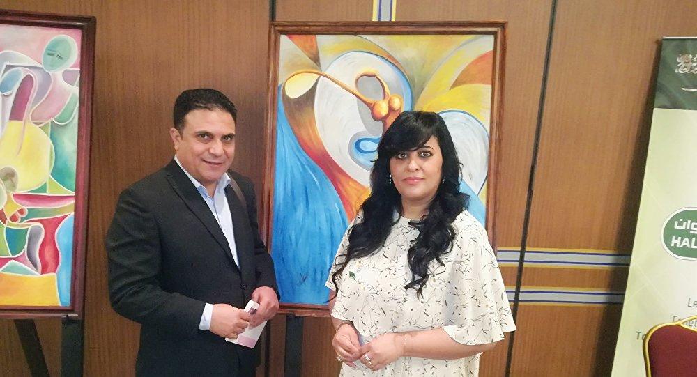 الفنانة التشكيلية السعودية دنيا الصالح مع محرر سبوتنيك