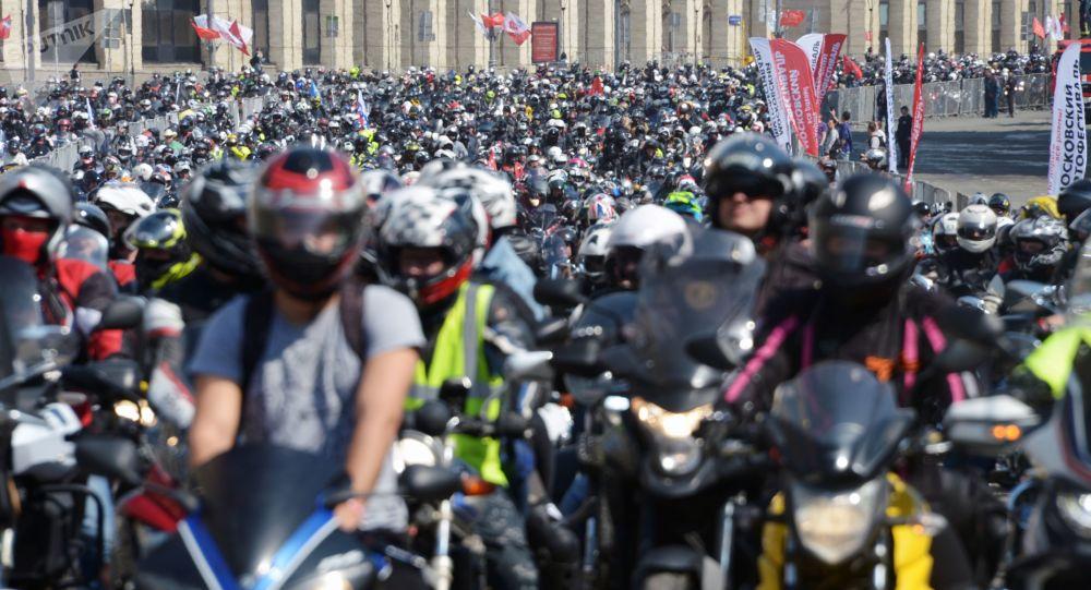 آلاف الدراجات النارية تجوب شوارع موسكو في موكب ختام خريف 2020... فيديو