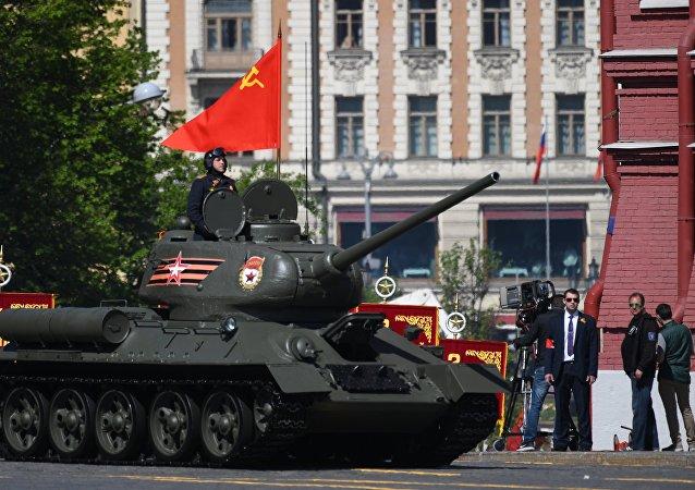 أسطورة الحرب الوطنية العظمى ورمز النصر العظيم - الدبابة ت - 34