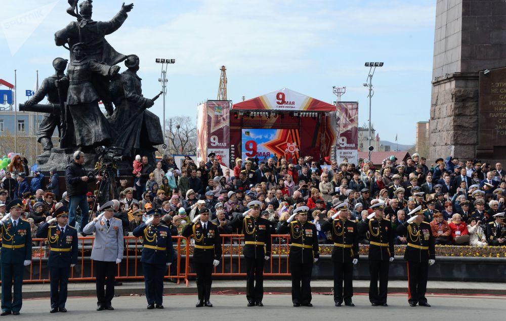 عرض عسكري بمناسبة الذكرى الـ 73 لعيد النصر على قوات ألمانيا النازية  في الحرب الوطنية العظمى (1941 - 1945) في فلاديفوستوك، 9 مايو/ أيار 2018