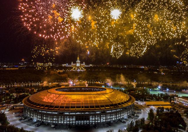 ألعاب نارية بمناسبة الاحتفال بالذكرى الـ 73 لعيد النصر في موسكو