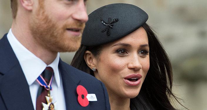 الممثلة الأمريكية ميغان ماركل مع خطيبها نجل ولي عهد بريطانيا الأمير هاري
