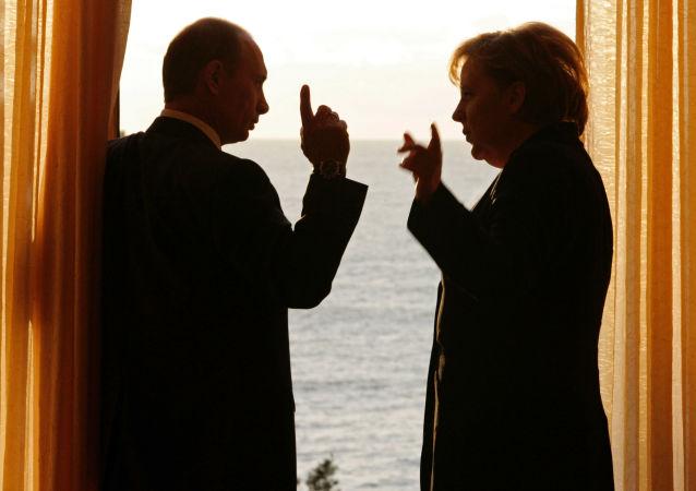 الرئيس الروسي فلاديمير بوتين والمستشارة الألمانية انجيلا ميركل