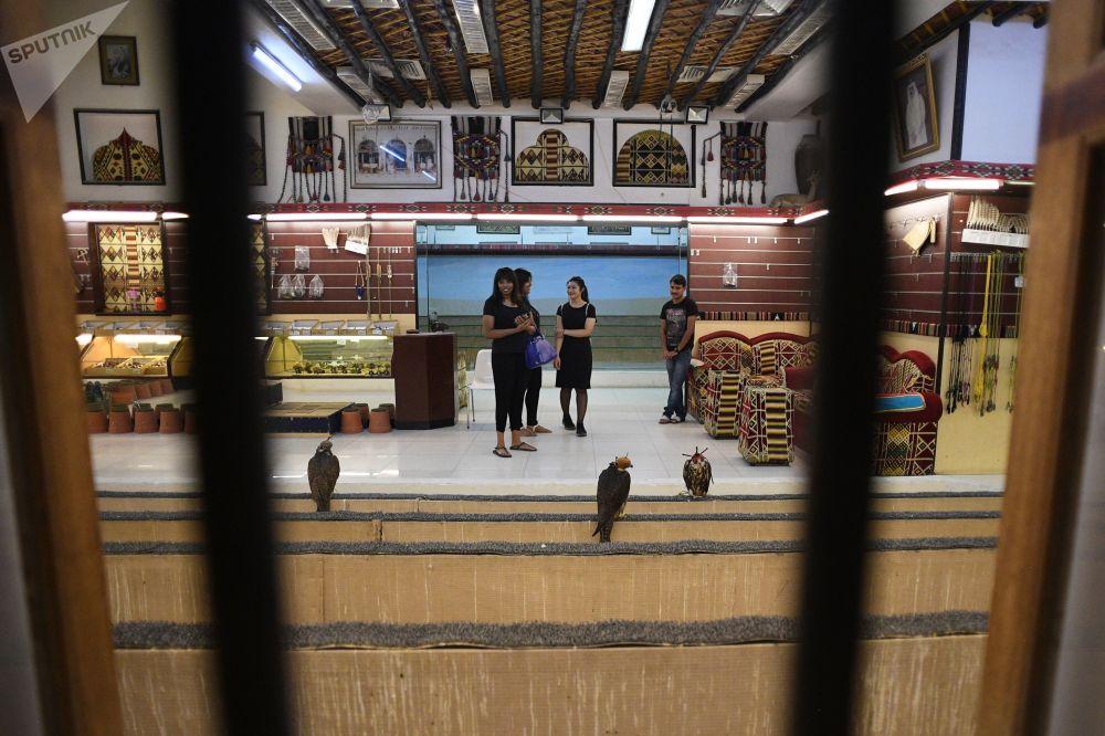 بيع الصقور في مدينة الدوحة القطرية