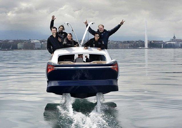 سيارة مائية جديدة