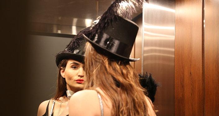 ساشا إليجاح عارضة لبنانية متحولة جنسيا