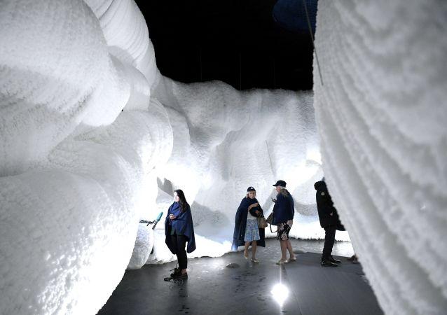 افتتاح الكهف الجليدي في حديقة زارياديا بجوار الكرملين في موسكو