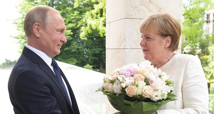 بوتين وميركل