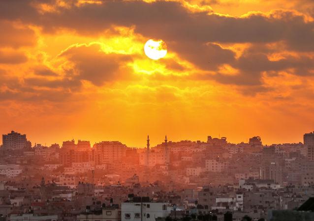 غروب الشمس في مدينة غزة، قطاع غزة، فلسطين 15 مايو/ أيار 2018