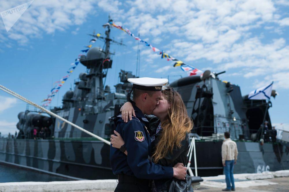 الاحتفال بالذكرى الـ 235 لتأسيس أسطول البحر الأسود فيسيفاستوبل، القرم، روسيا