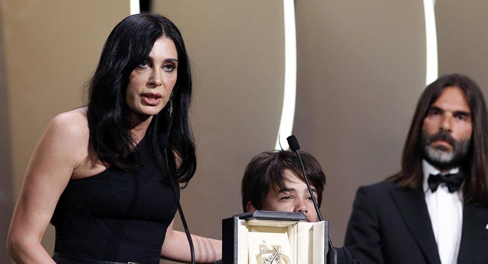 المخرجو اللبنانية نادين لبكي تفوز بجائزة لجنة التحكيم في مهرجان كان السينمائي الـ 71 عن فيلم كفرناحوم، 19 مايو/أيار 2018