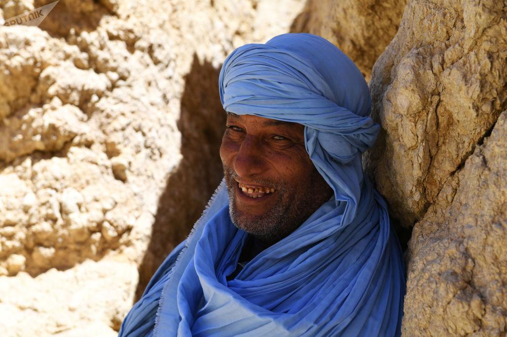 مقيم تونسي في واحة شبيكة