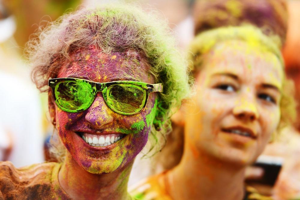 المشاركون في سباق الركض بالألوان في موسكو