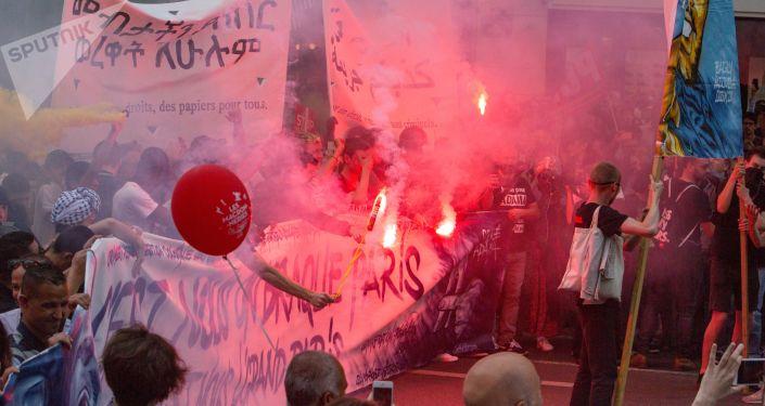 احتجاجات ضد الإصلاحات الاقتصادية للرئيس الفرنسي إيمانويل ماركون في باريس، فرنسا