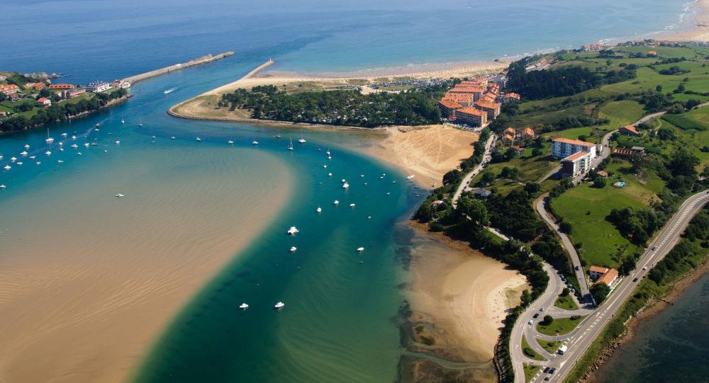 مشهد يطل على خليج سان فيسينت دي لا بارغويرا، إسبانيا