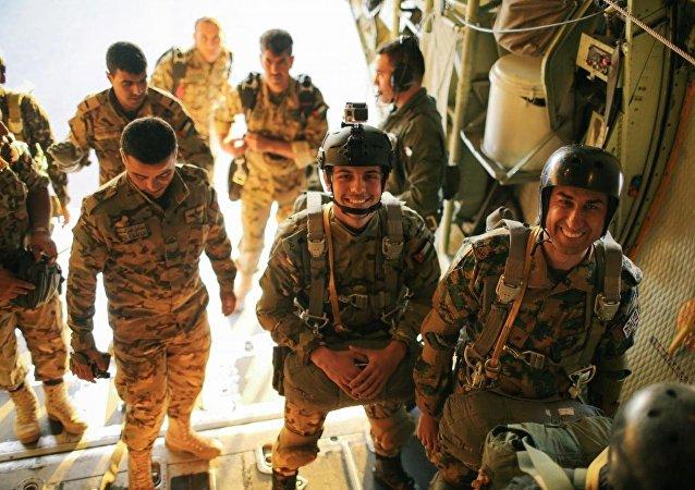 الأمير الحسين ولي العهد الأردني يشارك في تدريب عسكري