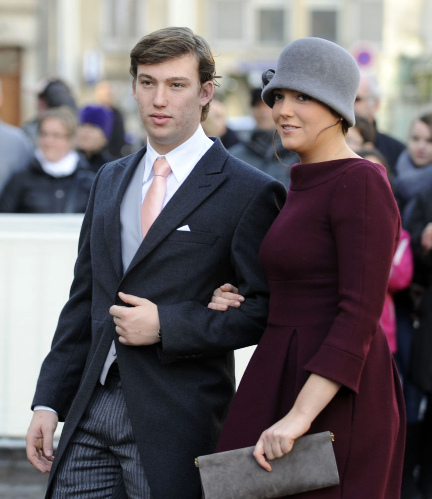 الأمير سيباستيان، أمير لوكسمبورغ، وأخته الأميرة ألكساندرا، أميرة لوكسمبورغ، يصلان إلى كنيسة القديس إبيفر باسيليكا لحضور حفل زفاف أرشيدوق النمسا كريستوف من هابسبورغ-لورين والأرشيدوقة أديلايد درابيه-فريتش في نانسي، فرنسا 29 ديسمبر/ كانون الثاني 2012