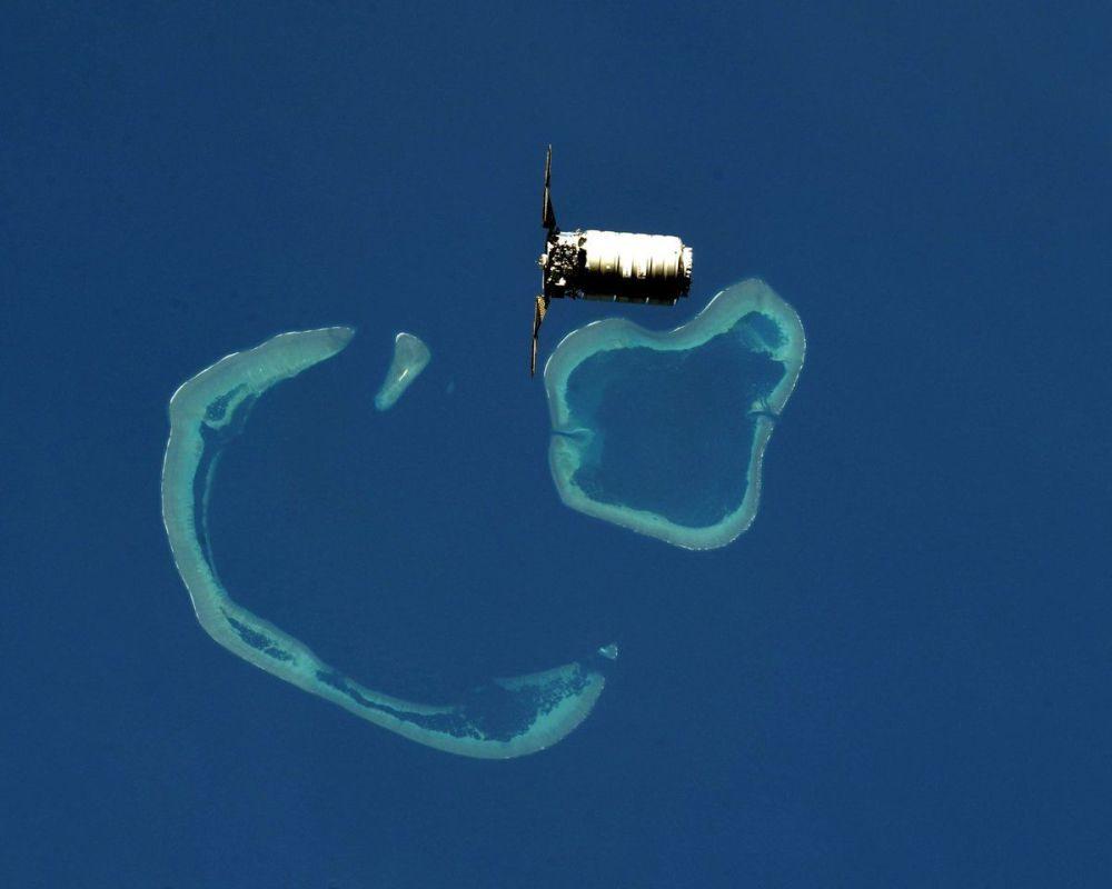 المركبة الفضائية سيغنوس، التي تقترب من محطة الفضاء الدولية، تحلق فوق الجزر المرجانية في إندونيسيا