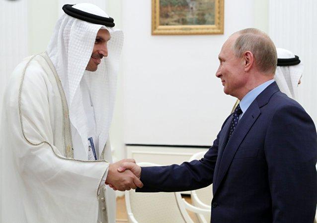 الرئيس الروسي فلاديمير بوتين مع حاكم أبو ظبي محمد بن زايد آل نهيان