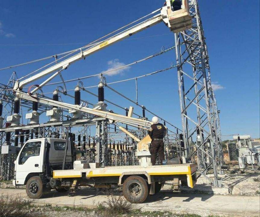 المسلحون الصينيون يسرقون كابلات شبكة الكهرباء بريف إدلب