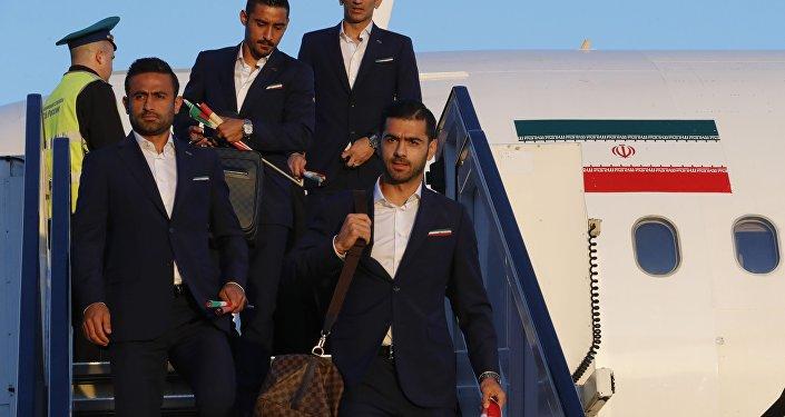 منتخب إيران بكرة القدم يصل موسكو