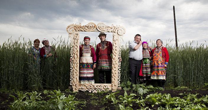 أهالي الأورال في الزي التقليدي، للمصور فيودور تيلكوف من روسيا