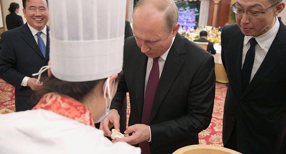 الرئيس الروسي فلاديمير بوتين في الصين (8 يونيو/حزيران 2018)