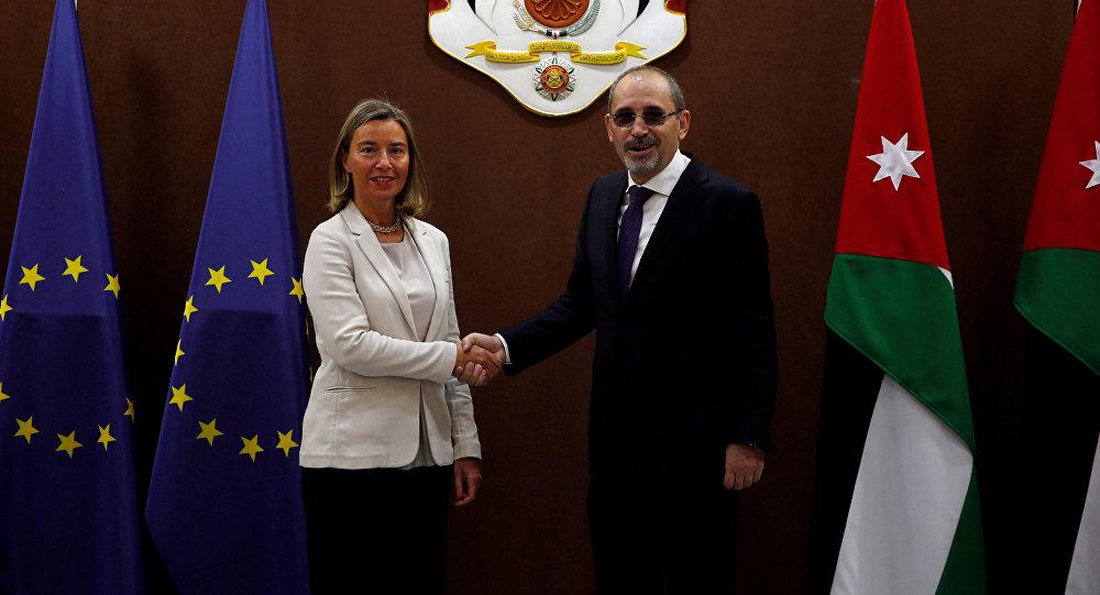 موغيريني مع وزير الخارجية الأردني أيمن الصفدي