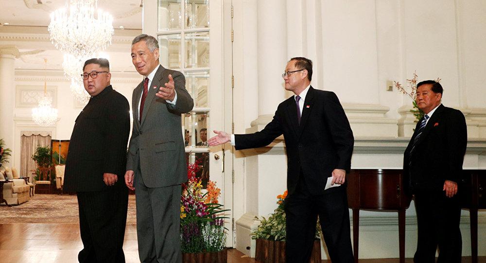 زعيم كوريا الشمالية كيم جونغ أون يلتقي برئيس وزراء سنغافورة لي هسين لونغ في فندق سنت ريجنس، 10 يونيو/حزيران 2018