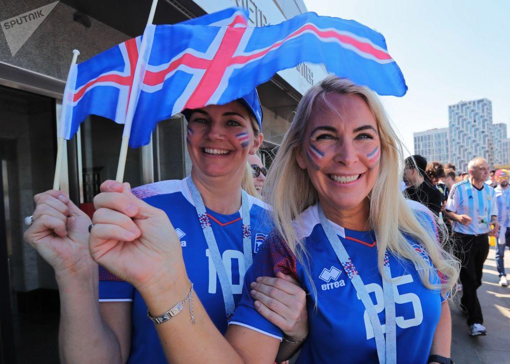 مشجعات آيسلنديات