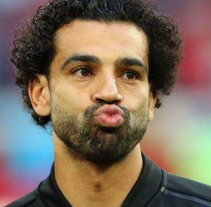 اللعب المصري محمد صلاح في مباراة روسيا ومصر