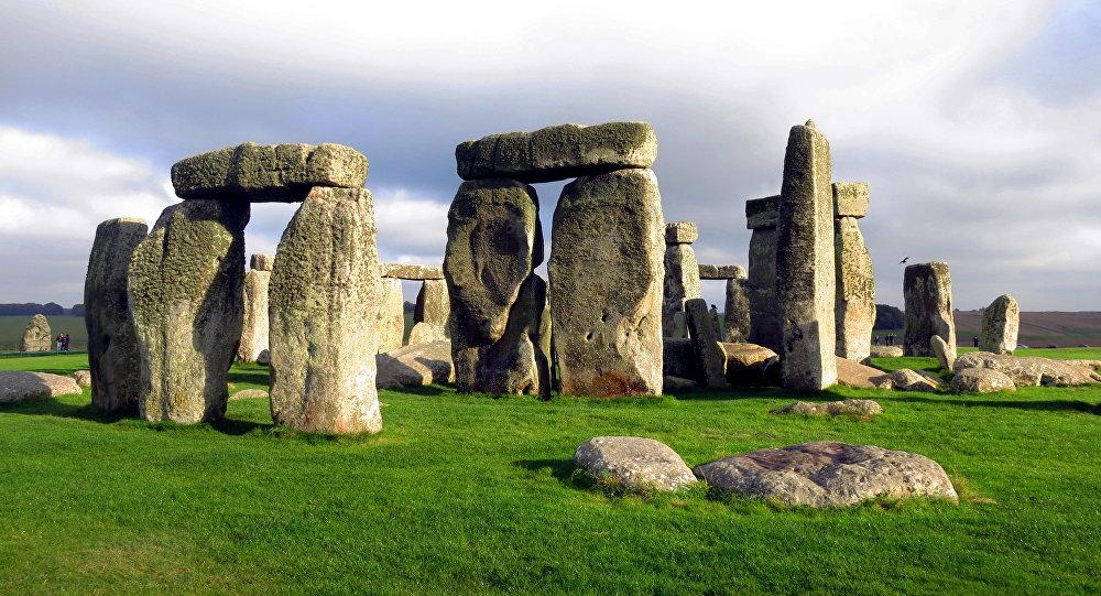 نصب ستونهنج في بريطانيا