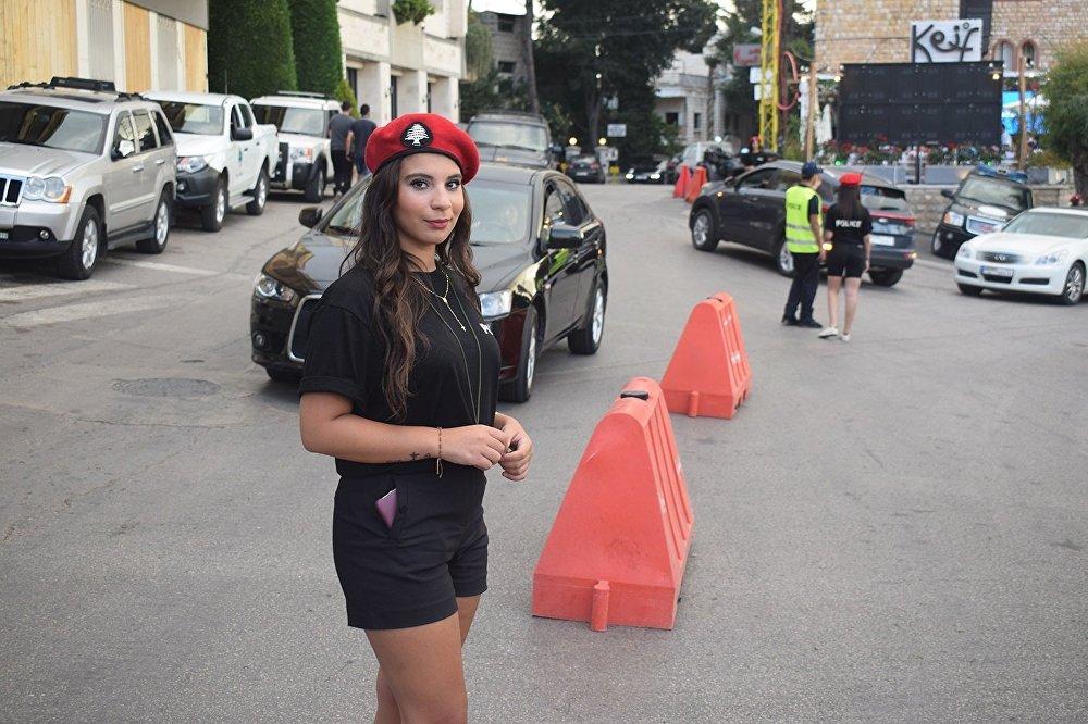 شرطيات بلدية في برمانا اللبنانية لتنظيم حركة السير