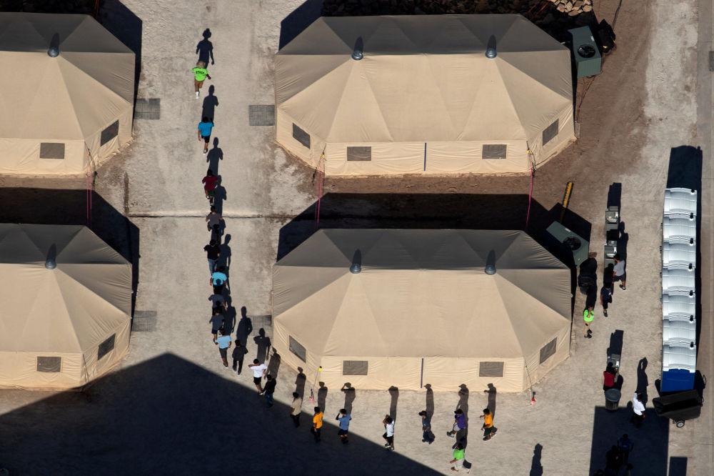 فصل أطفال مهاجرين عن ذويهم على الحدود الأمريكية مع المكسيك