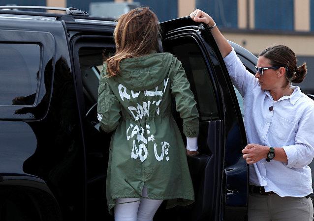 سترة ميلانيا ترامب تثير الجدل