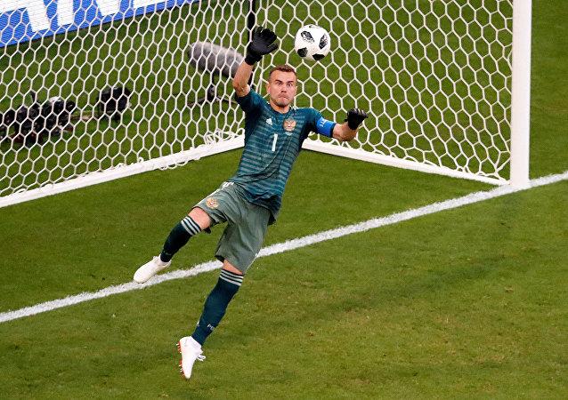 حارس المنتخب الروسي في مباراة أوروغواي