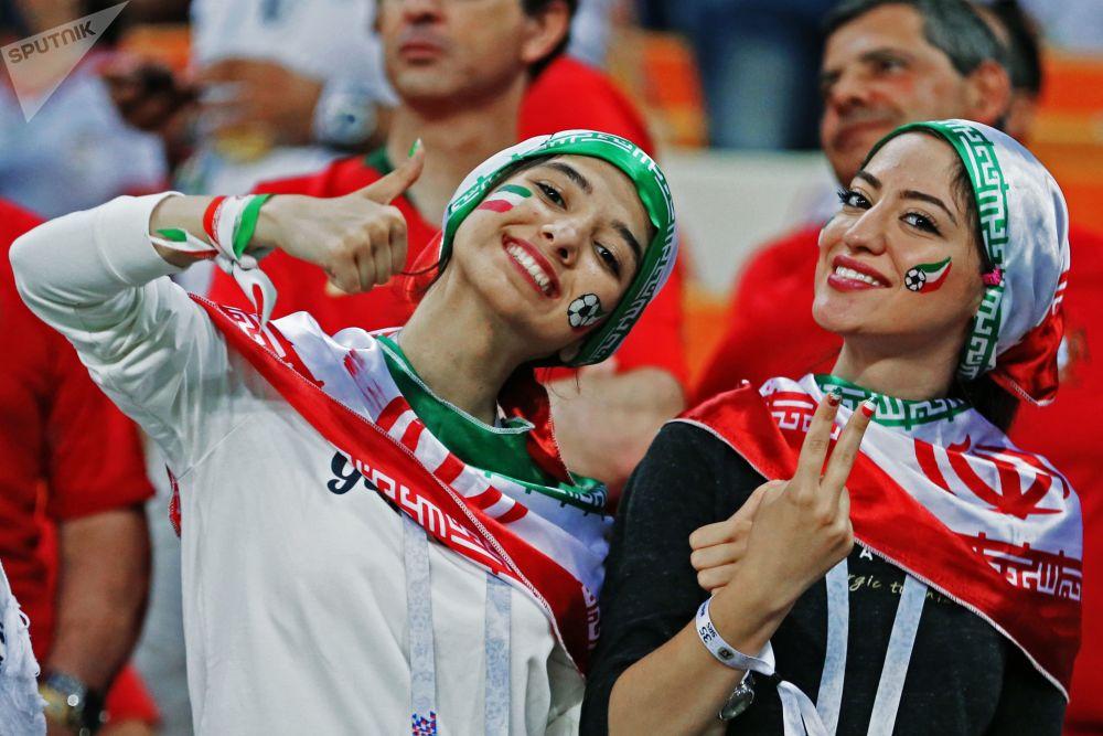 مشجعات إيرانيات