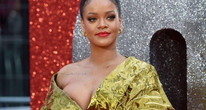 المغنية الأمريكية ريهانا (Rihanna)