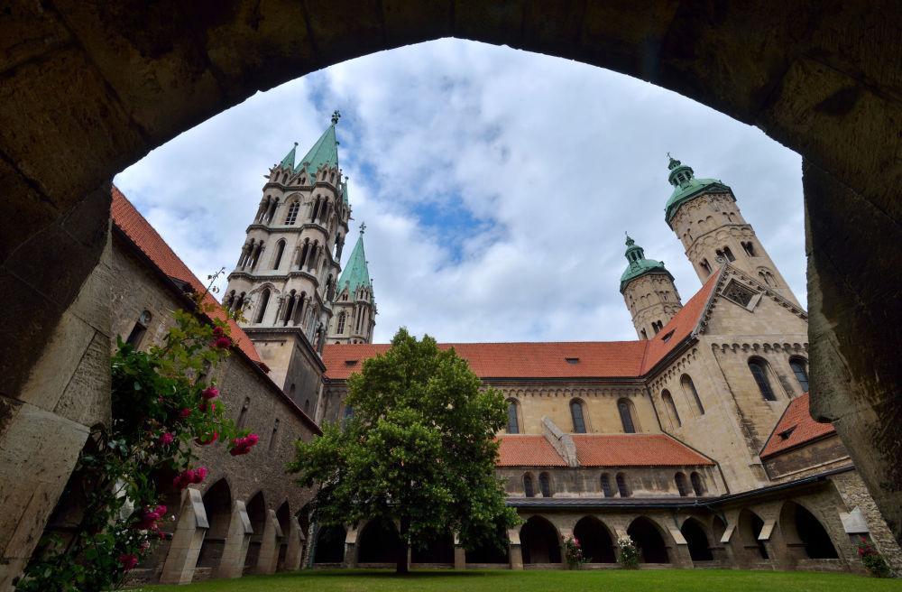 كاتدرائية نومبورغ في شرق ألمانيا