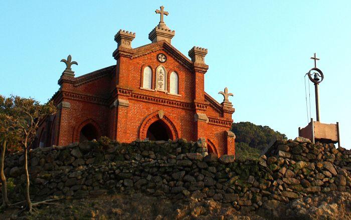 شهدت مقتل قديس… كورونا يكشف عن كنيسة ابتلعتها بحيرة عمرها 1600 عام… صور وفيديو