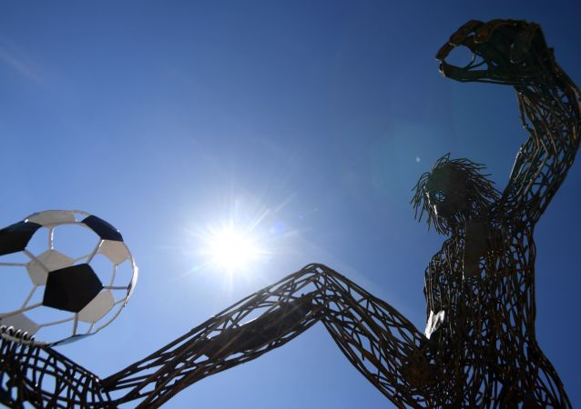 مجسم معدني للاعب كرة القدم في شارع خيميتشيسكايا في قازان