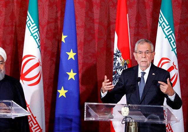 الرئيس النمساوي فان دير بيلين والرئيس الإيراني روحاني يحضران مؤتمرهما الصحفي في العاصمة النمساوية فيينا، 4 يوليو/تموز 2018